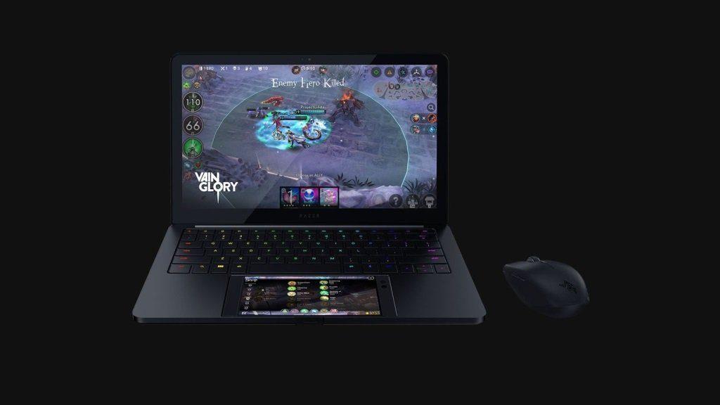 Razer vrea să împace capra cu varza prin laptopul făcut din Razer Phone